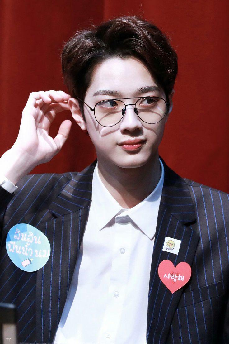 Park Jihoon adalah Pangeran Idol pertama di industri hiburan Korea Se… #fiksipenggemar # Fiksi penggemar # amreading # books # wattpad