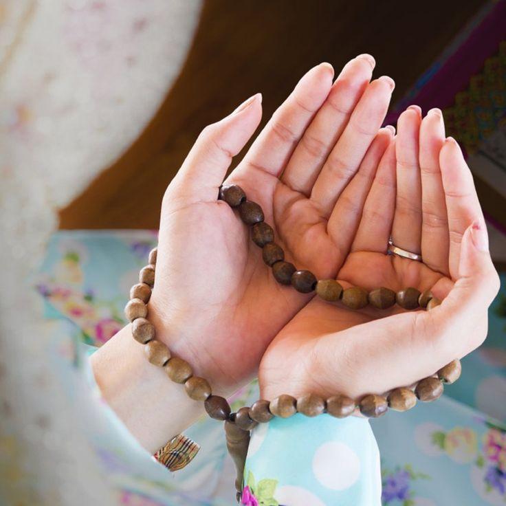 En este artículo te proponemos una oración para tiempos difíciles y algunas actitudes que consideramos necesarias para superarlos.
