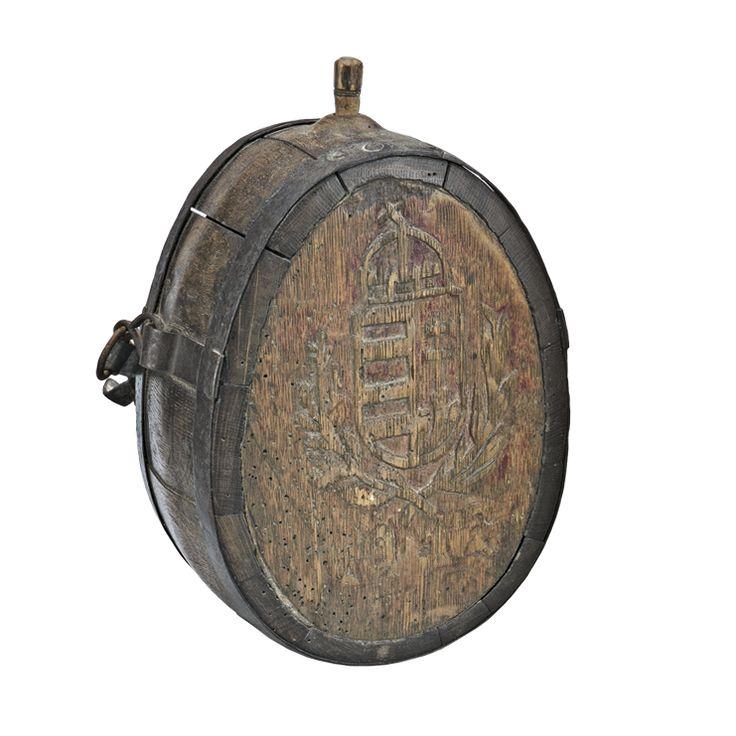 Aukció: 2017. március 8.: Csobolyó; magyar, 1912, faragott tölgyfa, kovácsoltvas abroncsokkal, bőr szíjjal