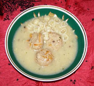W Mojej Kuchni Lubię.. : zupa pieczarkowa z klopsikami i makaronem...