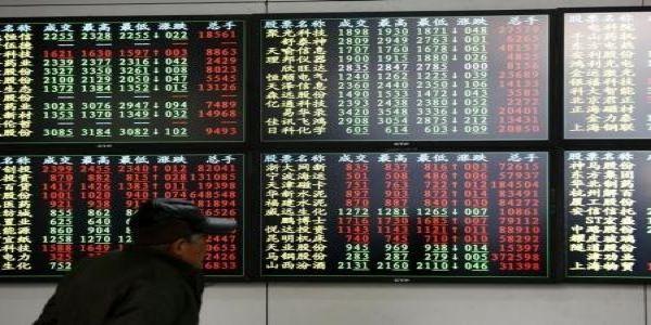 """China devaluó al yuan el martes después de una serie de datos económicos pobres, guiando la moneda a su punto más bajo en casi tres años. El banco central describió la medida como una """"depreciación excepcional"""" de casi un 2 por ciento, en base a una nueva forma de gestionar el tipo de cambio que […]"""