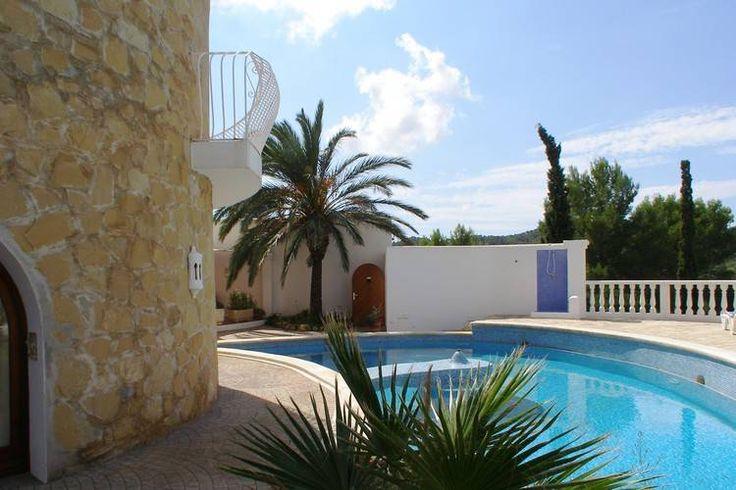 Unieke vakantievilla (voor 6 personen) gelegen op het Spaanse eiland Ibiza. Deze accommodatie in Sant Josep de sa Talaia is online te huur via onze website.