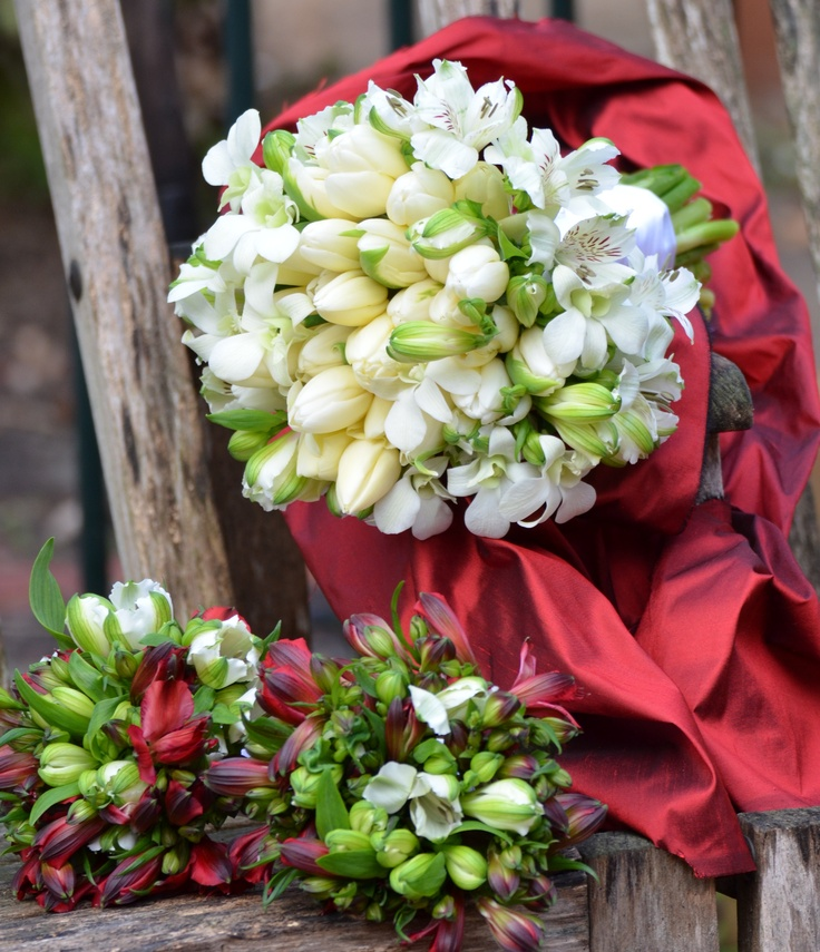 Bridal bouquet with flower girls flowers