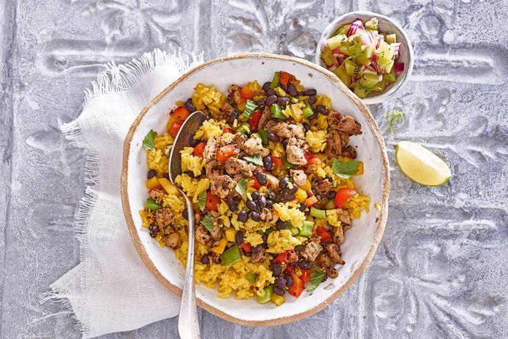 Gebruik rijst ook eens voor een salade en maak er een Caribisch feestje van met kip en bonen - Recept - Allerhande