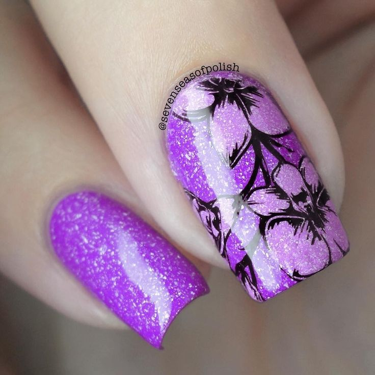 And a closeup  @picturepolish / @solo_nails Orchid Reverse stamping with PP Spring + @uberchicbeauty 6-03