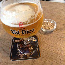 """Moeder Lambic Fontainas - Val Dieu Blonde - Bruxelles, België   """"...ohjee hoe gezellig is het hier wel niet zeg! Leuke atmosfeer en fijne bediening! Mooie bierkaart die elk bierfanaat wel kan bekoren..."""""""