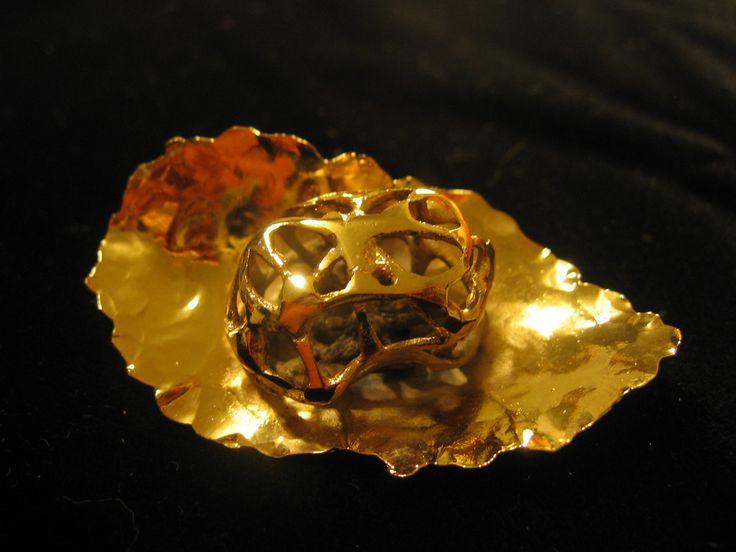 ..brooch,gold-coated copper...bros-pozlata 24k...