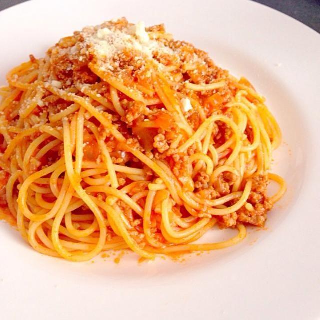 ボローニャ風ミートソース発祥のボローニャでは本来ミートソースはスパゲッティではなく手打ちのタリアテッレで食べているんですよ^o^ スパゲッティでも美味しく食べられますのでどうぞ作ってみて下さい! - 24件のもぐもぐ - スパゲッティボローニャ風ミートソース by MAMI