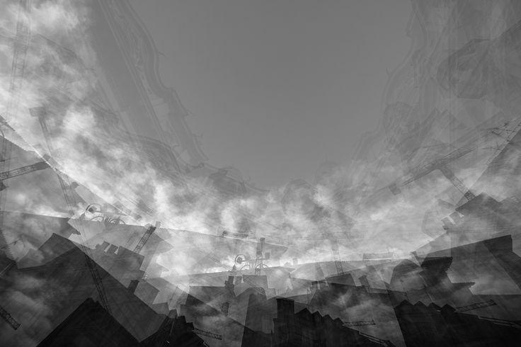 Ciò che la fotografia riproduce all'infinito ha avuto luogo una sola volta: essa ripete meccanicamente ciò che non potrà mai più a ripetersi esistenzialmente. (Roland Barthes).  Luca Scarpa (2015) Metropolis Urbane #1 Stampa fotografica su carta Hahnemühle photo rag B/W cm 40 x 60 ed. 1/5
