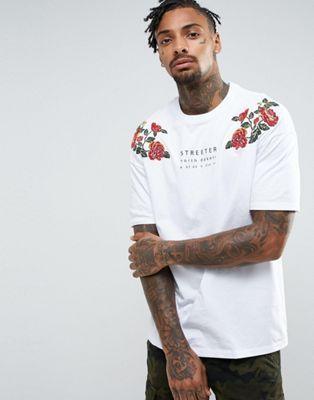 Bershka - Streeter - T-shirt à fleurs brodées - Blanc