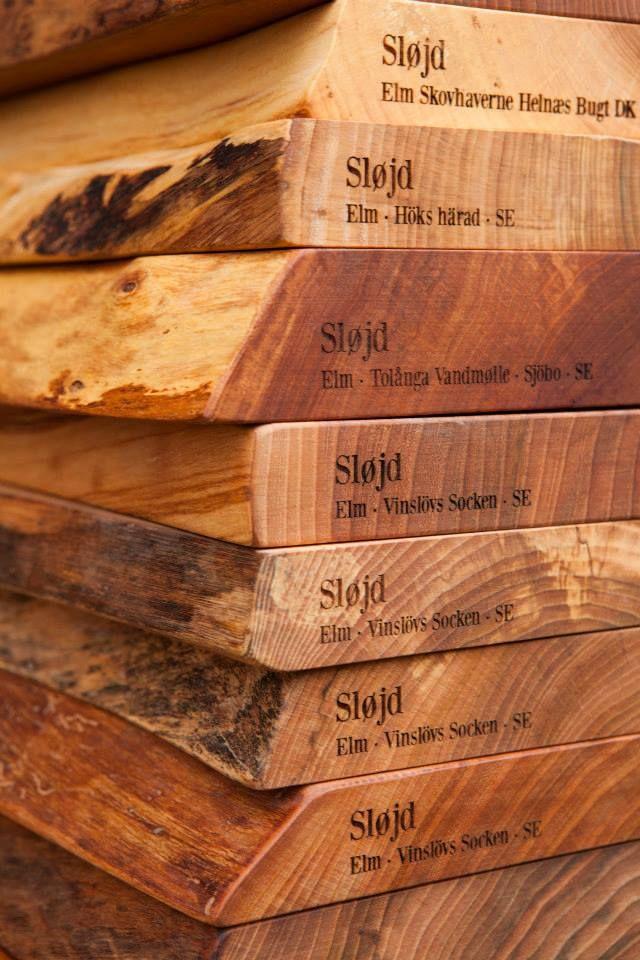 SLØJD ER ET BÆREDYGTIGT SKÆREBRÆT MED NORDISK STAMTAVLE.  SLØJD skærebræt med stamtavle fås i 4 længder: 30 cm - 40 cm - 60 cm - 80 cm. Award: Morten har vundet designmessen Formland UPs designpris for sine miljøbevidste, bæredygtige skærebrætter http://www.houseofbk.com/Shop/ProductGroup/?shopid=827&productgroup=890016
