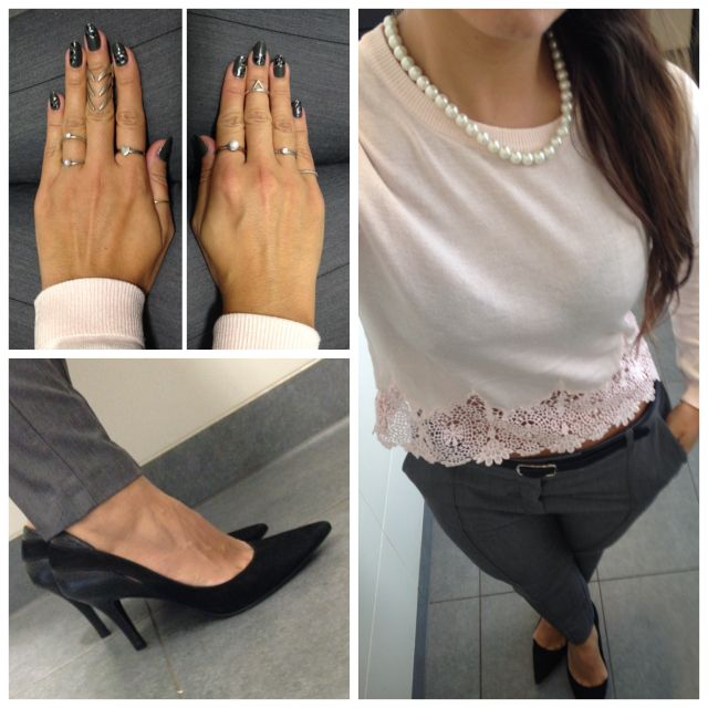 Blush jumper from H&M, grey trousers from Topshop, black court shoes from Viviana Calçados, necklace from Forever 21, rings from The rogue and The Wolf, Forever 21 and H&M.