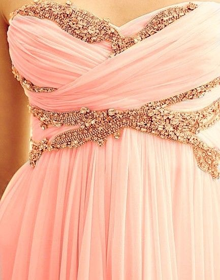 So pretty! For maid of honor dress.