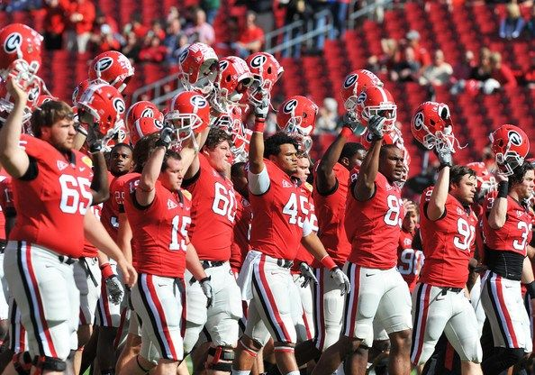 Georgia Bulldogs Praying Before Game | state v georgia players of the georgia bulldogs warm up before ...