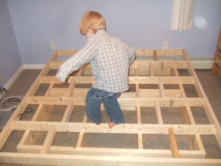 Best 20 homemade bed frames ideas on pinterest homemade spare bedroom furniture build a - How to make a simple platform bed ...