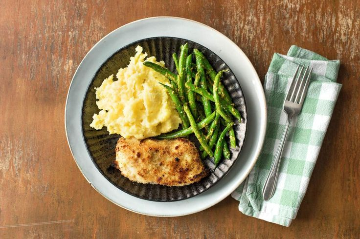 Chicken Milanese With Pesto Green Beans And Creamy Parmesan Potatoes Recipe Hello Fresh