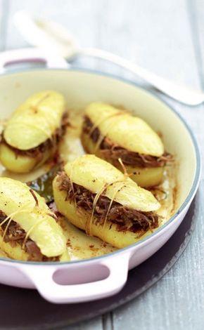 Pommes de terre farcies au confit de canard et à la confiture d'oignons