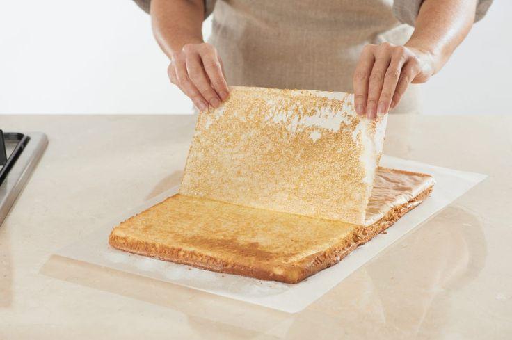 Le biscuit roulé est la génoise gourmande qui permet de réaliser de gourmandes bûches de Noël. Avant de le rouler, vous pouvez…