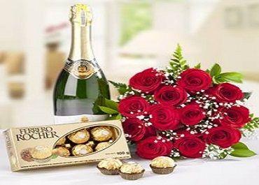 La vida esta hecha de pequeños detalles. Las tradicionales flores y chocolates nunca faltarán en San Valentín!