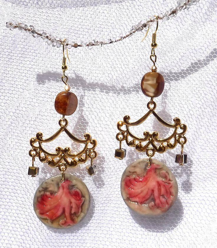Boucles d'oreilles dorées, pendentif en porcelaine froide fait main, perles en cristal dorées, perles de bohème effet : Boucles d'oreille par camelia-creation