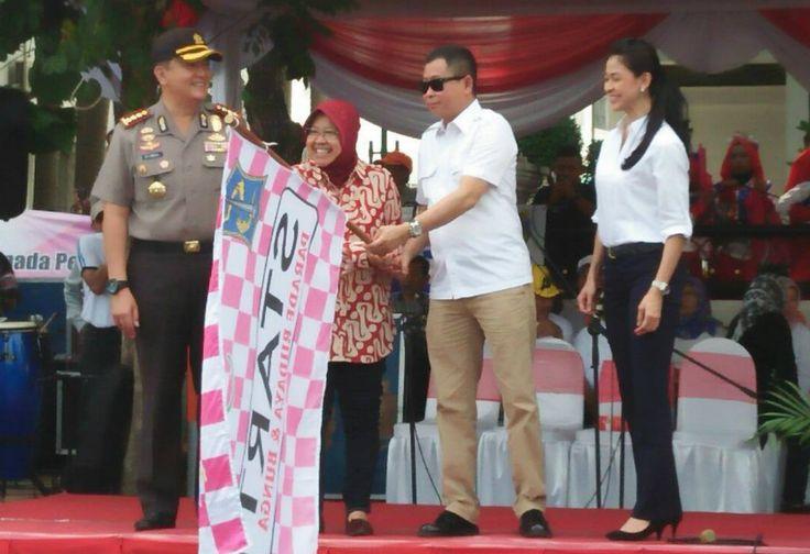 HUT Kota Surabaya, Risma Lepas Pawai Budaya dan Bunga