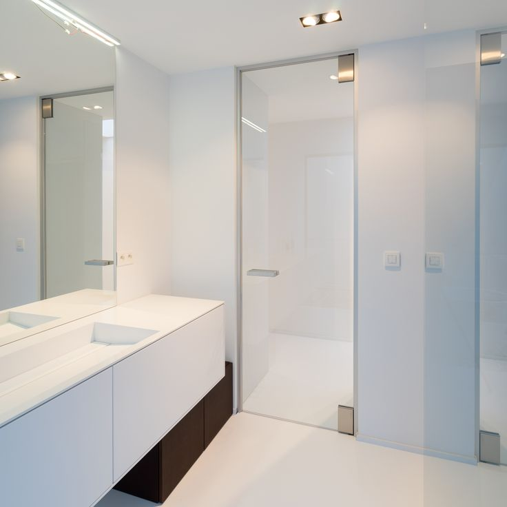 Glass interior door from floor to ceiling in a modern bathroom. Full height glass doors are possible due to the custom-made nature of our doors. No built-in parts in either floor or ceiling. The minimalist frame ensures perfect closure for draft and acoustic purposes. #anywaydoors