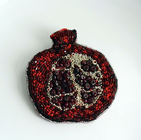 "Брошь ""Гранат"". Бисер, натуральный гранат. Вышивка бисером. Brooch ""Garnet."" Beads, natural pomegranate. Beadwork."
