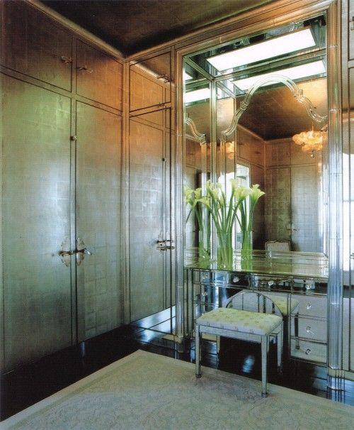 Descubre los beneficio de pintar tus paredes con un color metalizado o empapelarlas con un papel de colore dorado o plateado...: Interior Design, Dressing Rooms, Ideas, Frances Elkins, Style, Dream, Interiors, Closets Dressingrooms