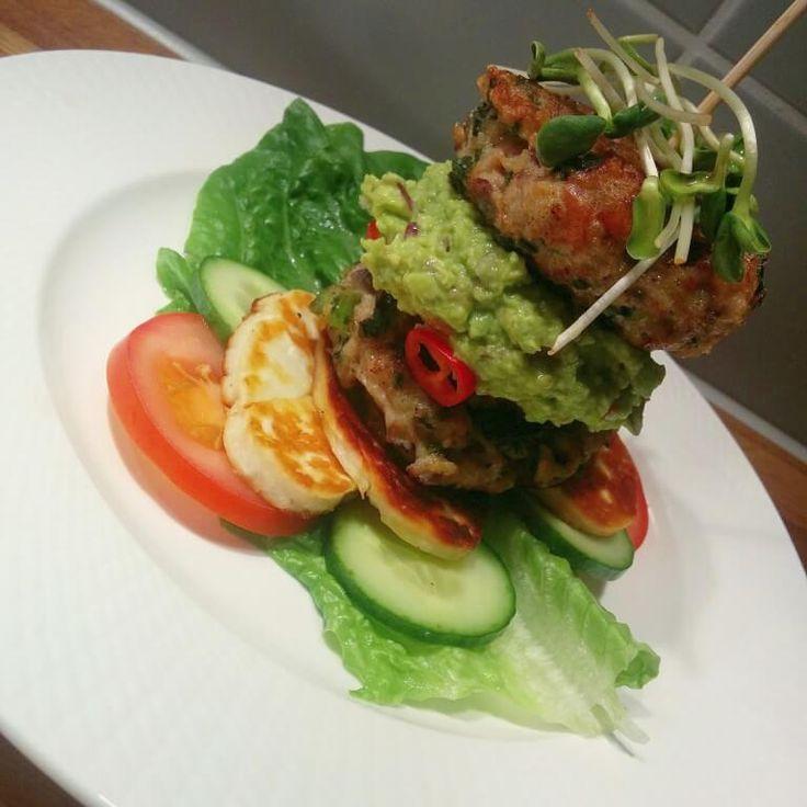 Kyckling & Grönkålsburgare med syrlig guacamole | Tjockkocken