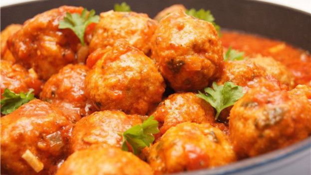 Jednoduché a úžasně chutné karbanátky v rajčatové omáčce