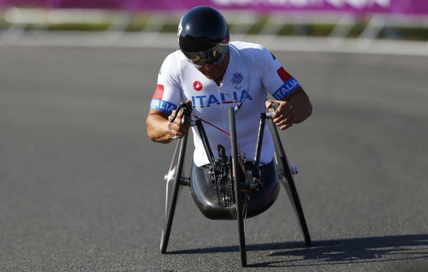 Paralympics: Ex-Formula One driver Alex Zanardi wins gold in cycling