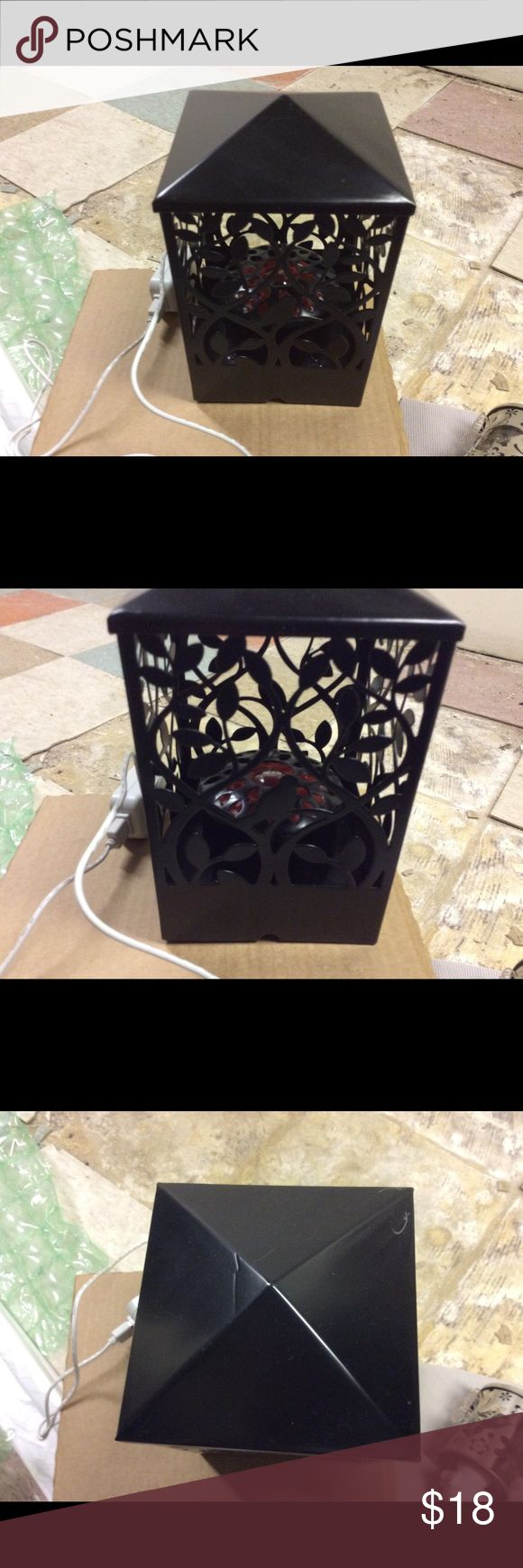 Electric air freshener Electric room air freshener. Great condition has a few scratches on the top lid. Great for people who have children and animals Other