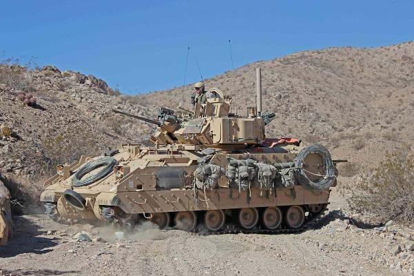 m2-m3-bradley-fighting-vehicle-04