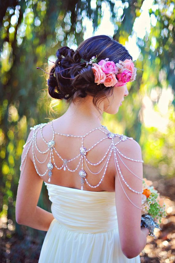 Bridal shoulder chain from The Little White Dress on Etsy | Arina Photography