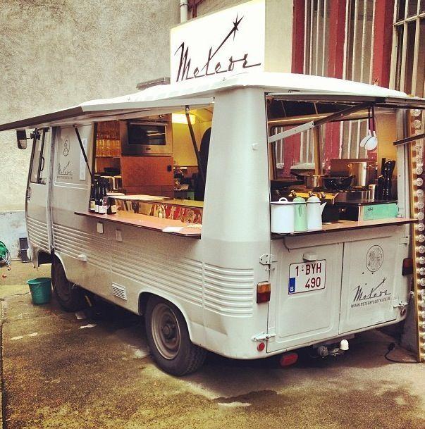 Meteor food truck on a visit in Paris www.meteorfoodtruck.be