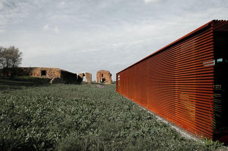 n!studio Susanna Ferrini Antonello Stella , n!studio Susanna Ferrini · Deposito temporaneo di reperti archeologici presso la 'Villa dei Quintili' · Divisare