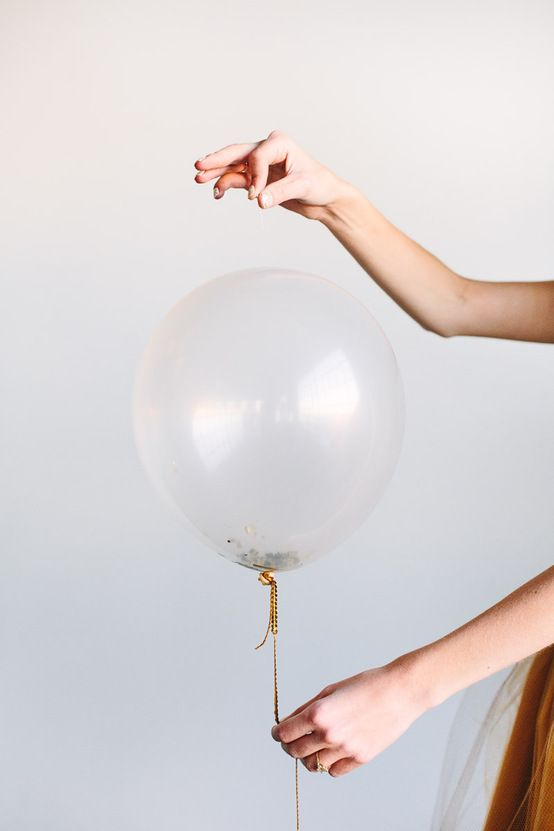 56 best images about ultimate diy new year 39 s eve party on for Confetti dipped balloons