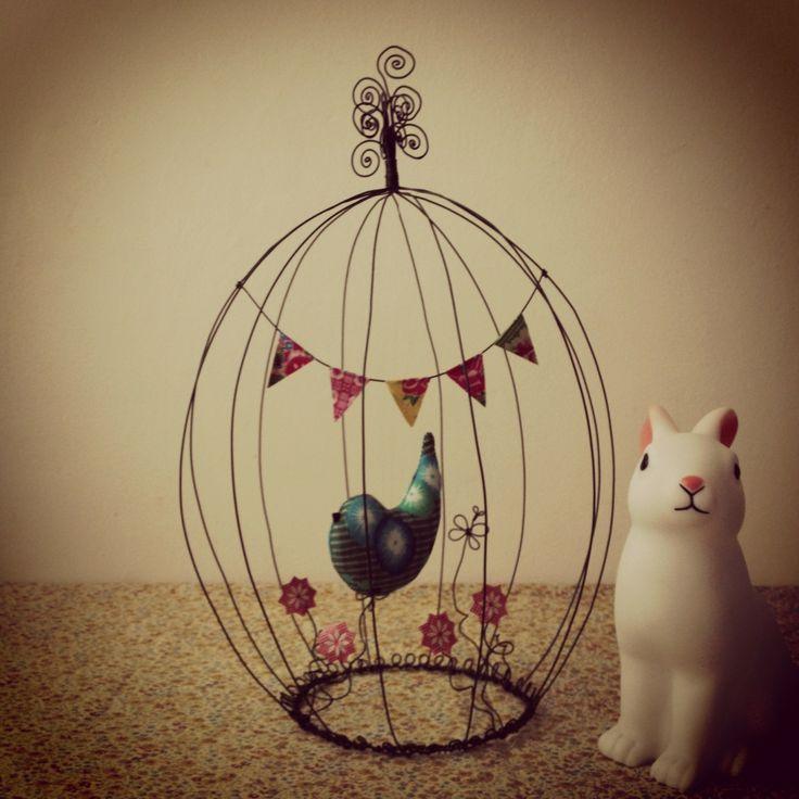 Cage en fil de fer à poser...Oiseau et fanions : Décoration pour enfants par ma-belle-etoile