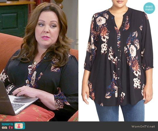 Molly's black floral top on Mike and Molly.  Outfit Details: https://wornontv.net/56215/ #MikeAndMolly