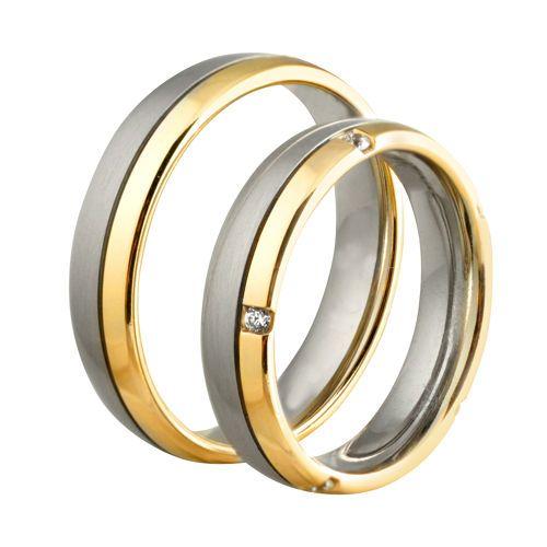 Obrączki ślubne z białego i żółtego złota z brylantami o łącznej masie 0,075 ct. Próba 0,585