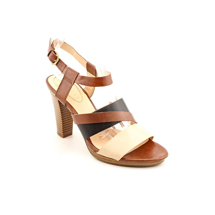Nickels Jaclyn Width --- $30.99 999.11 руб. --- The Nickels Jaclyn sandals feature a faux leather upper with an open toe. The a man-made outsole lends lasting traction and wear.