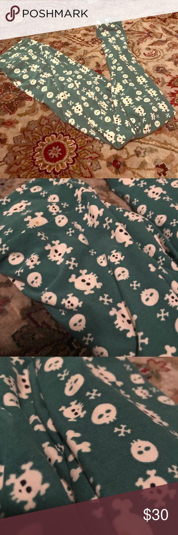 Lularoe skull print legging Skull print lularoe one size legging, green with white skulls. NWOT! LuLaRoe Pants Leggings