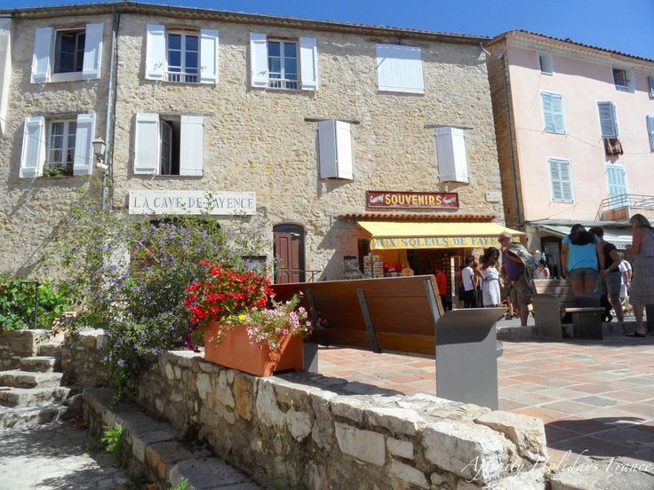 Village boutiques in Fayence