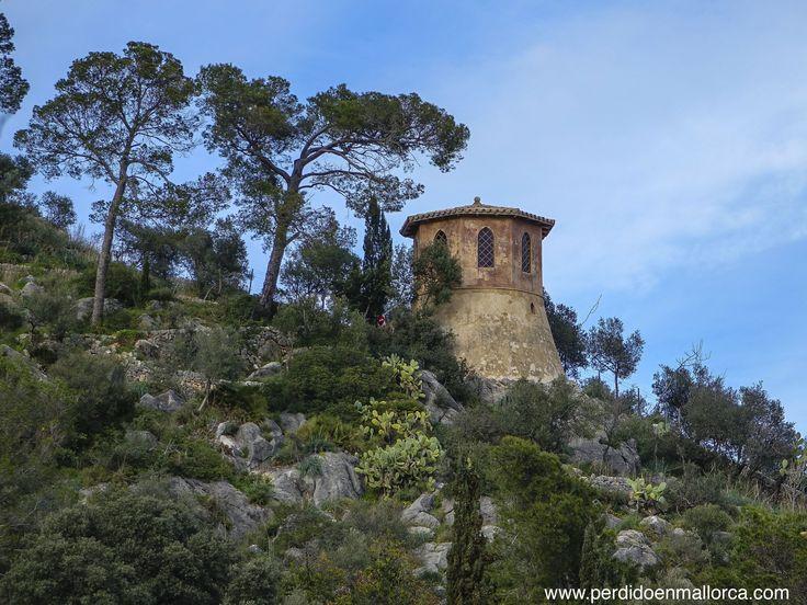 Pabellón ochavado sobre un depósito de agua, que se empleaba como Salón de fumar en Raixa #Mallorca #Possessions