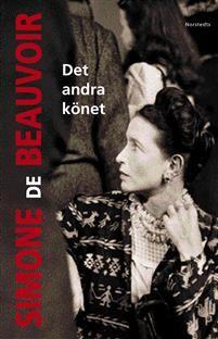 Simone de Beauvoirs sakliga, tankeväckande och roliga uppgörelse med manssamhällets alla myter om kvinnan utkom 1949. Idag har hennes bok om kampen för kvinnlig frigörelse och likaberättigande blivit en efterfrågad klassiker, en ständig inspirationskälla för den moderna feminismen och för alla som reflekterar över frågor om kön och könsskillnader.Denna utgåva presenterar den oavkortade texten på svenska. Den nya, fullständiga översättningen är frukten av ett intensivt samarbete mellan…