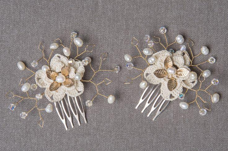 Peinetas con flor de crochet Fotografía Valeria Duque