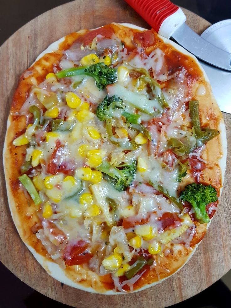 Craving for veg pizza tonight? You can make yourself a delicious pizza with toppings of your choice in less time than it takes to order and deliver.