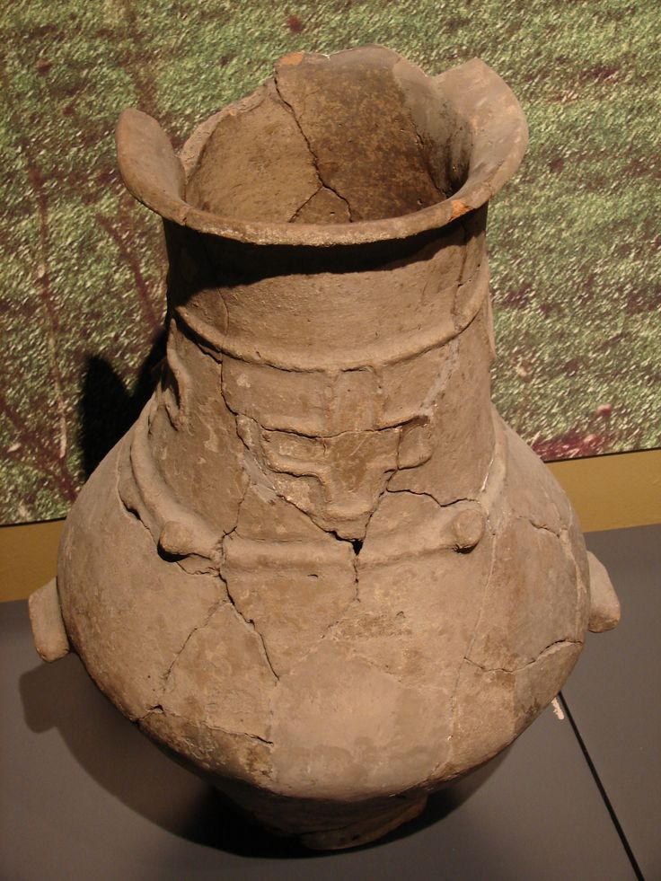 Фракийская погребальная урна. V-IV вв. до н.э. Thracian funerary urn. 5th-4th c. BC.