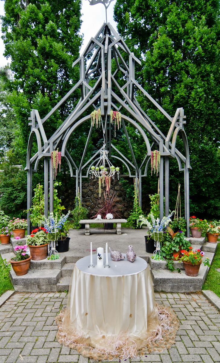 It is scenes like this that remind us why everyone loves a garden wedding. Such an incredible backdrop for a wedding.