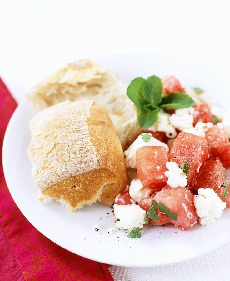 Melonensalat mit Feta | http://eatsmarter.de/rezepte/melonensalat-mit-feta-0